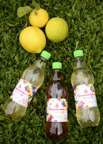 extractos vegetales y limón sobre césped